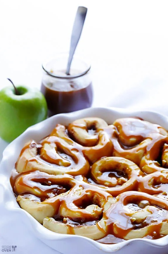 Caramel Apple Cinnamon Rolls | Christmas Morning Cinnamon Rolls