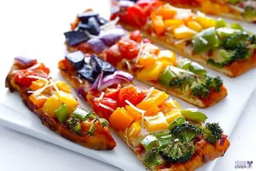 Rainbow Veggie Flatbread Pizza - quick, healthier, and SO tasty!   gimmesomeoven.com