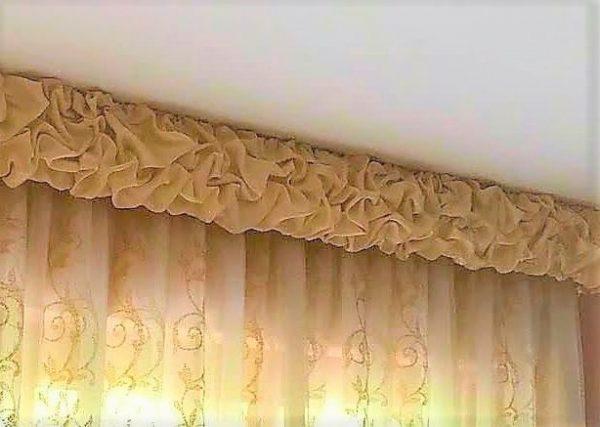 Per realizzare tende classiche con mantovane ed anche tende di genere più contemporaneo,. Mantovana Classica Sbuffettata In Tessuto Tafta Gina Tendaggi