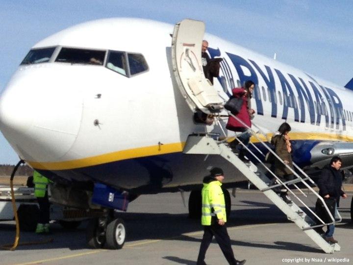Flugzeug Ryanair am Flughafen