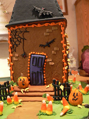 Best 25 Haunted Gingerbread House Ideas On Pinterest Icing For
