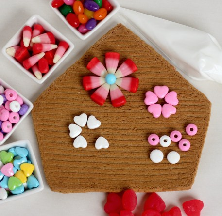 valentines gingerbread house 2015a-4