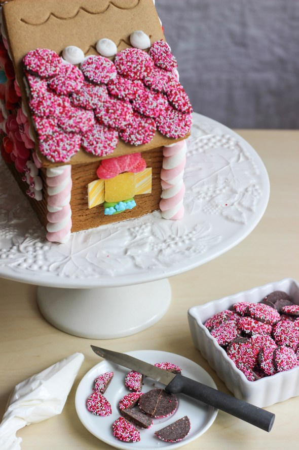 valentines gingerbread house 2015c-12