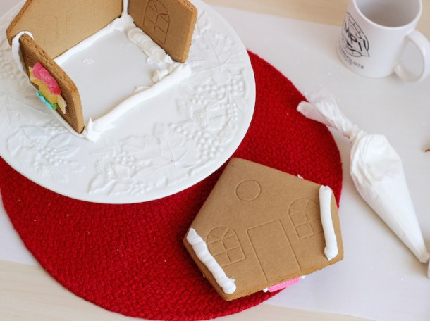 valentines gingerbread house 2015c-5
