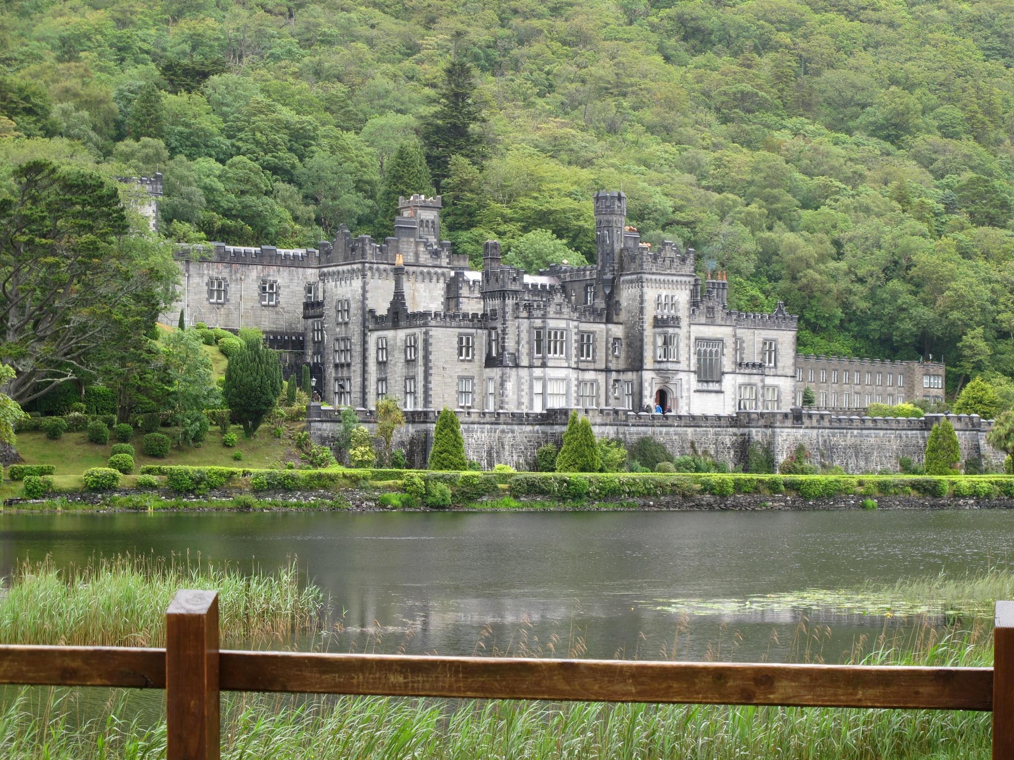 Irish Castles: Kylemore Abbey Castle & Gardens * Ginger on the Go