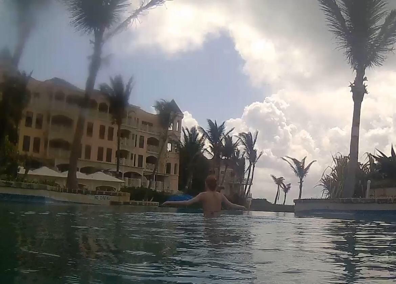 infinity pool selfie