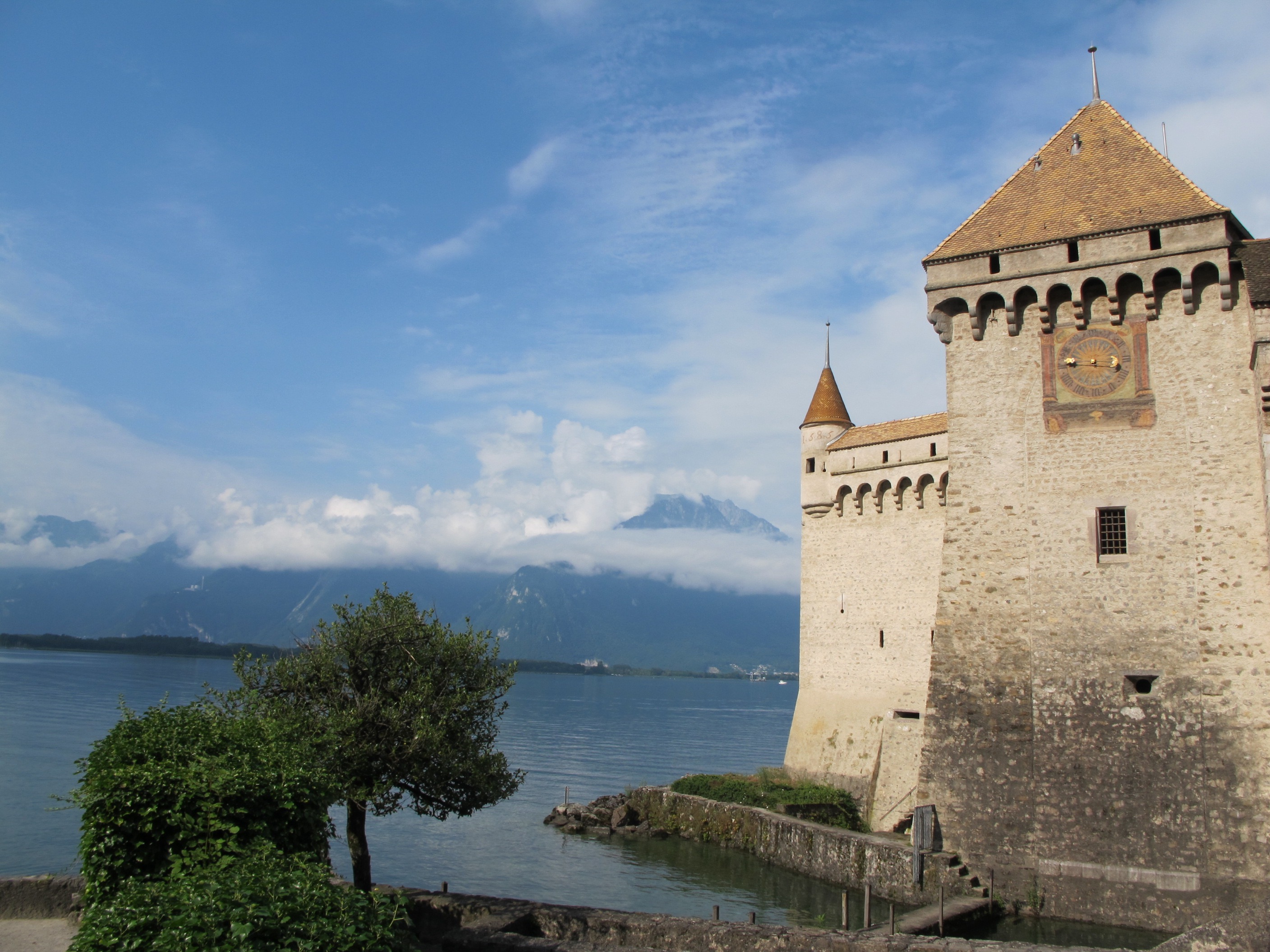 castle-du-chillon-mountain