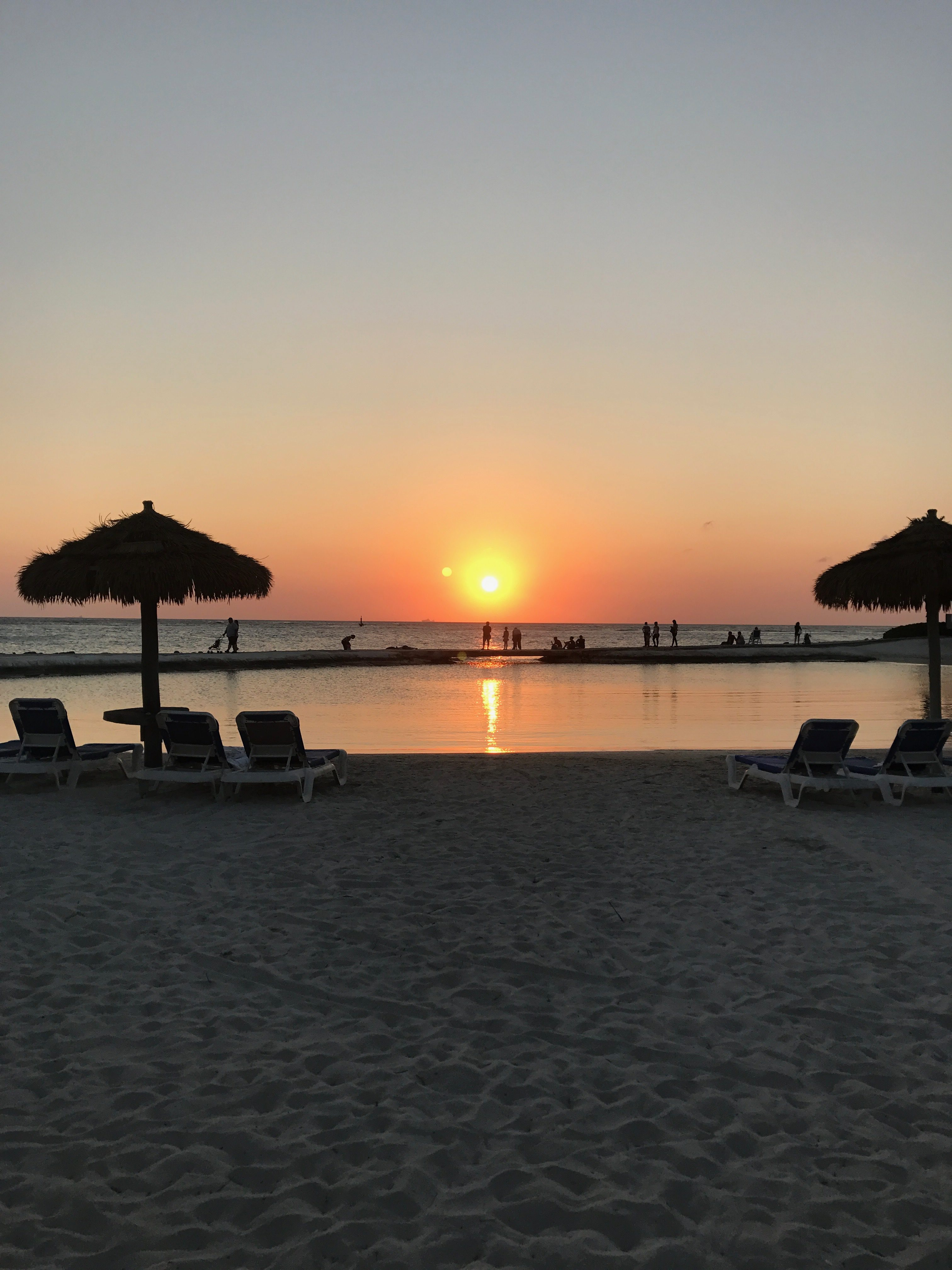 Where to Stay in Aruba: Airbnb or Hotel? * Ginger on the Go