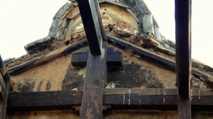 Sakyamuni Hall stripped of roof truss and tiles