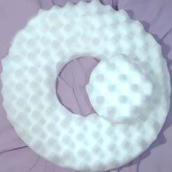 Almofada oval com orifício no centro - Natural