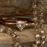 solitario con diamante taglio cuore e collana diamanti brown