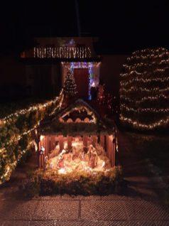Illuminazione natalizia + presepe di Piero Gonnella e Patrizia Giannini a Barga