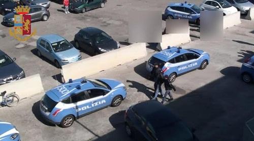 Nettuno – Gli chiedono del denaro, al suo rifiuto lo picchiano con un bastone e lo rapinano: arrestati un uomo e una donna
