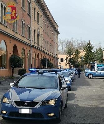 Roma-Casilina – Non gli bastano i 40 euro dati dalla ex compagna, la costringe a prelevare 200 euro al Postamat: arrestato