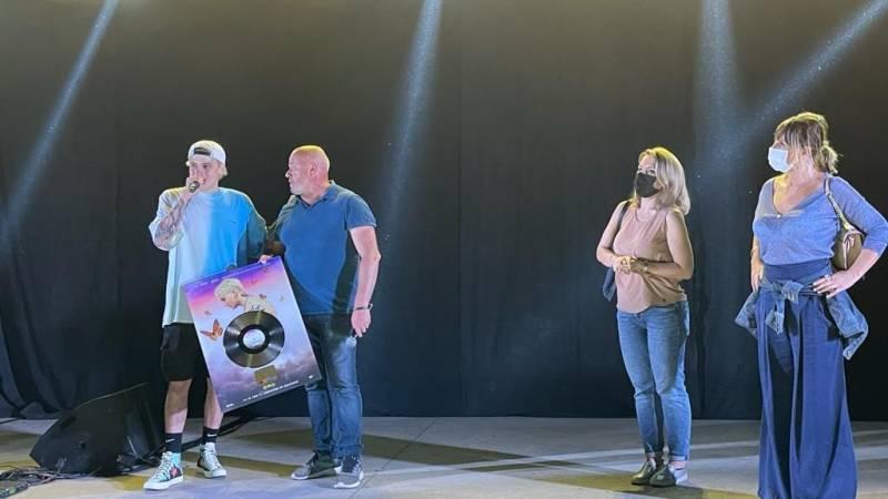 Il Tre dona il suo primo disco d'oro alla Città di Marino