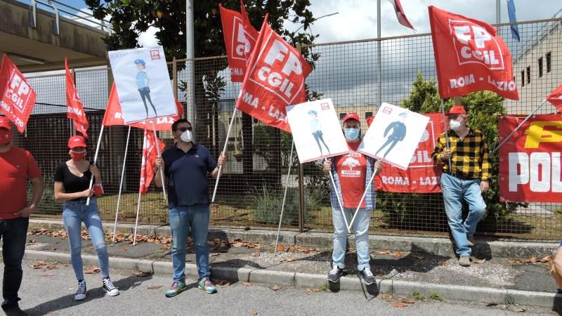 Velletri, protesta della Cgil davanti al carcere. Chiedono personale e più sicurezza