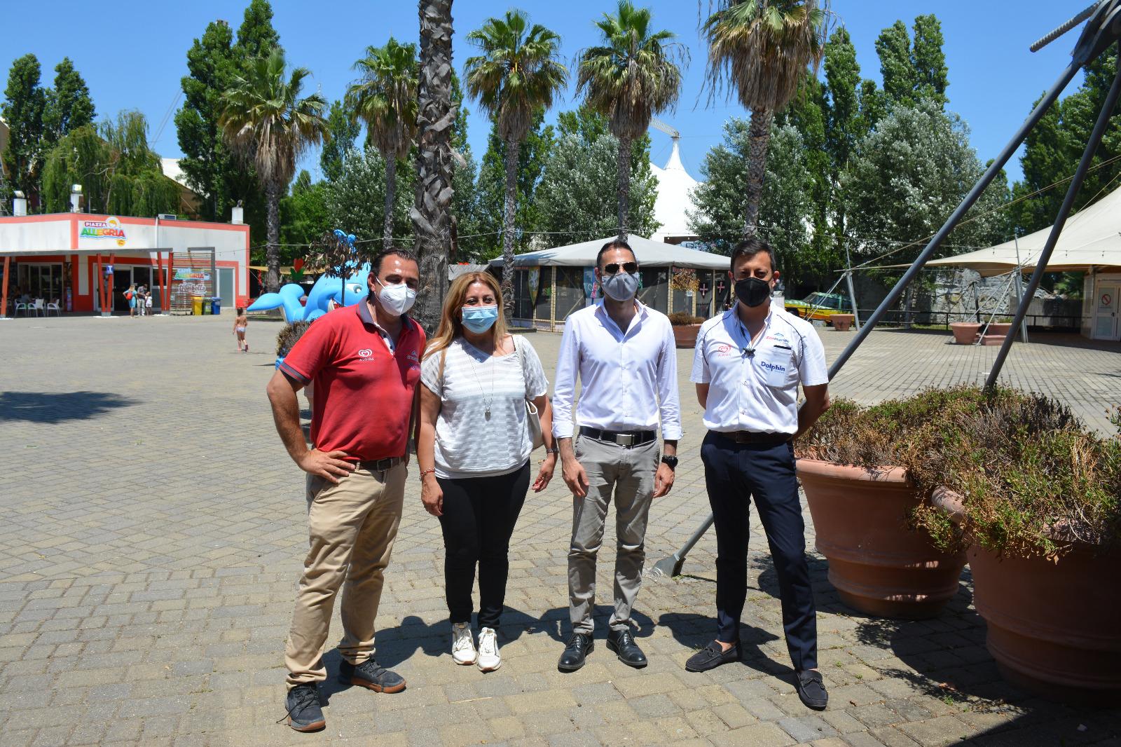Pomezia, il Sindaco in visita al parco divertimenti Zoomarine