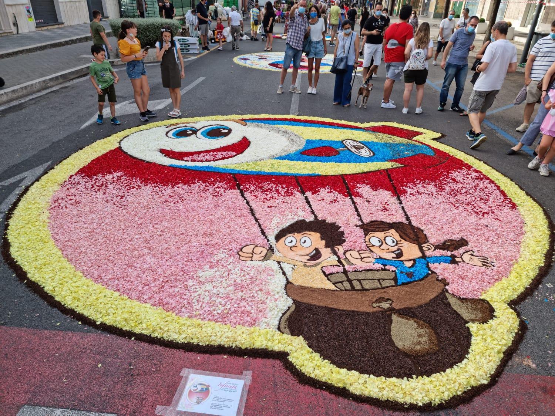 Ciampino, grande successo dei quadri dei Maestri Infioratori genzanesi, esposti in centro nel weekend