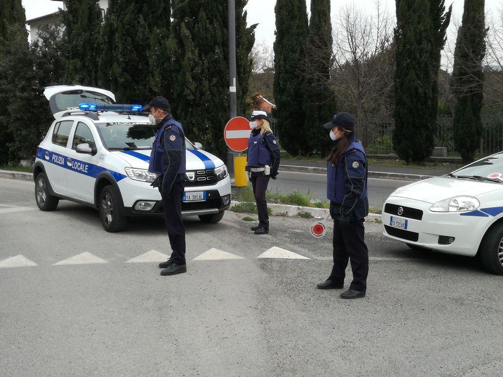 Velletri, 40enne con precedenti penali di Nettuno fugge all'alt della Polizia Locale: Bloccato dopo inseguimento