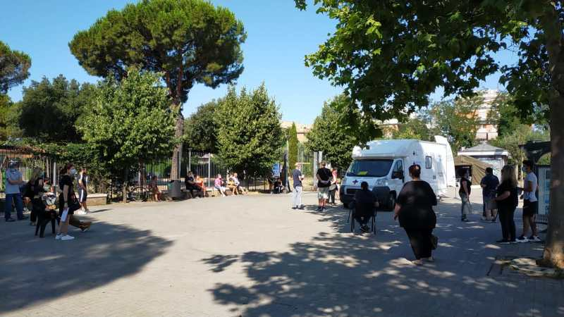 Ciampino, grande affluenza al camper della Asl Roma 6 per ottenere il vaccino