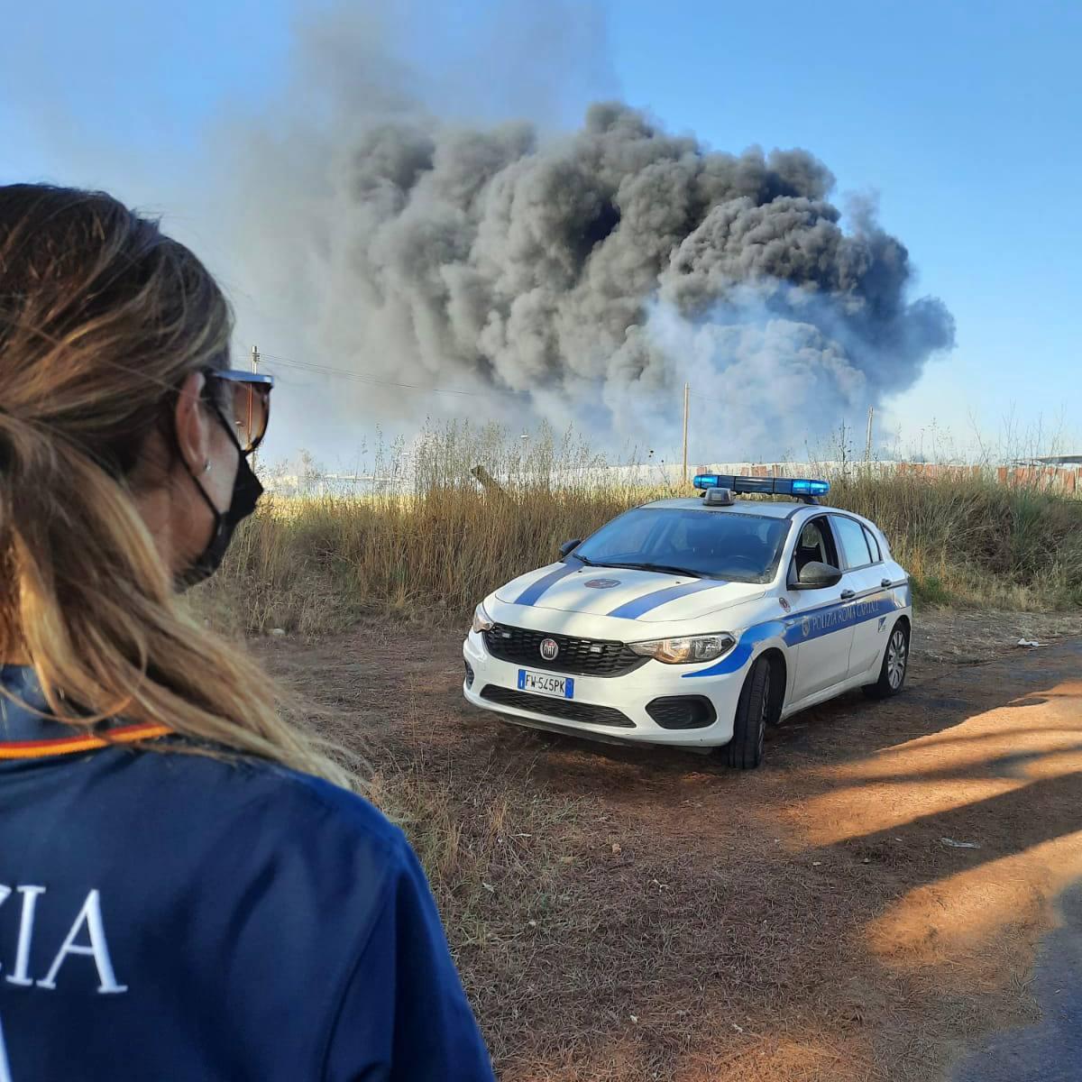 Lunghezza (Roma), pattuglia della Polizia Locale blocca due giovani che avevano appena appiccato un incendio