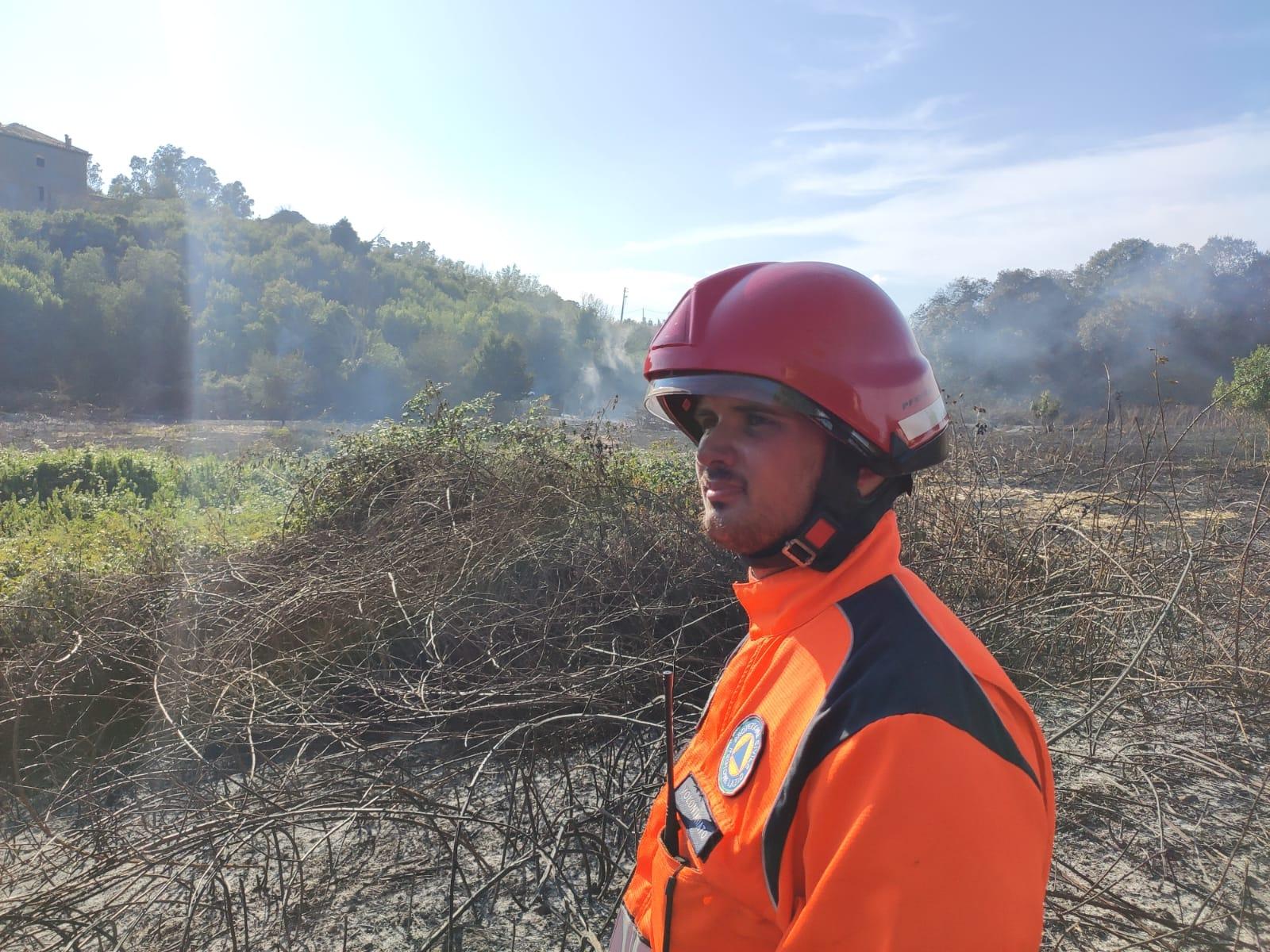 Domato un incendio ad Ardea, grazie all'aiuto della Protezione Civile di Genzano e ai Vigili del Fuoco di Nemi