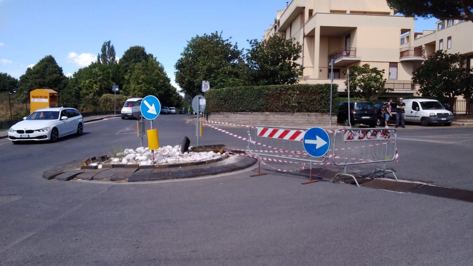 Genzano, saltata la griglia di scolo di via Calabria