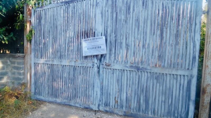 Grottaferrata, discarica abusiva in fiamme: terreno sotto sequestro in via dei peschi