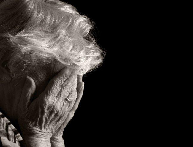 Roma, 91enne abbandonata in casa si rivolge ai Carabinieri per ricevere del cibo