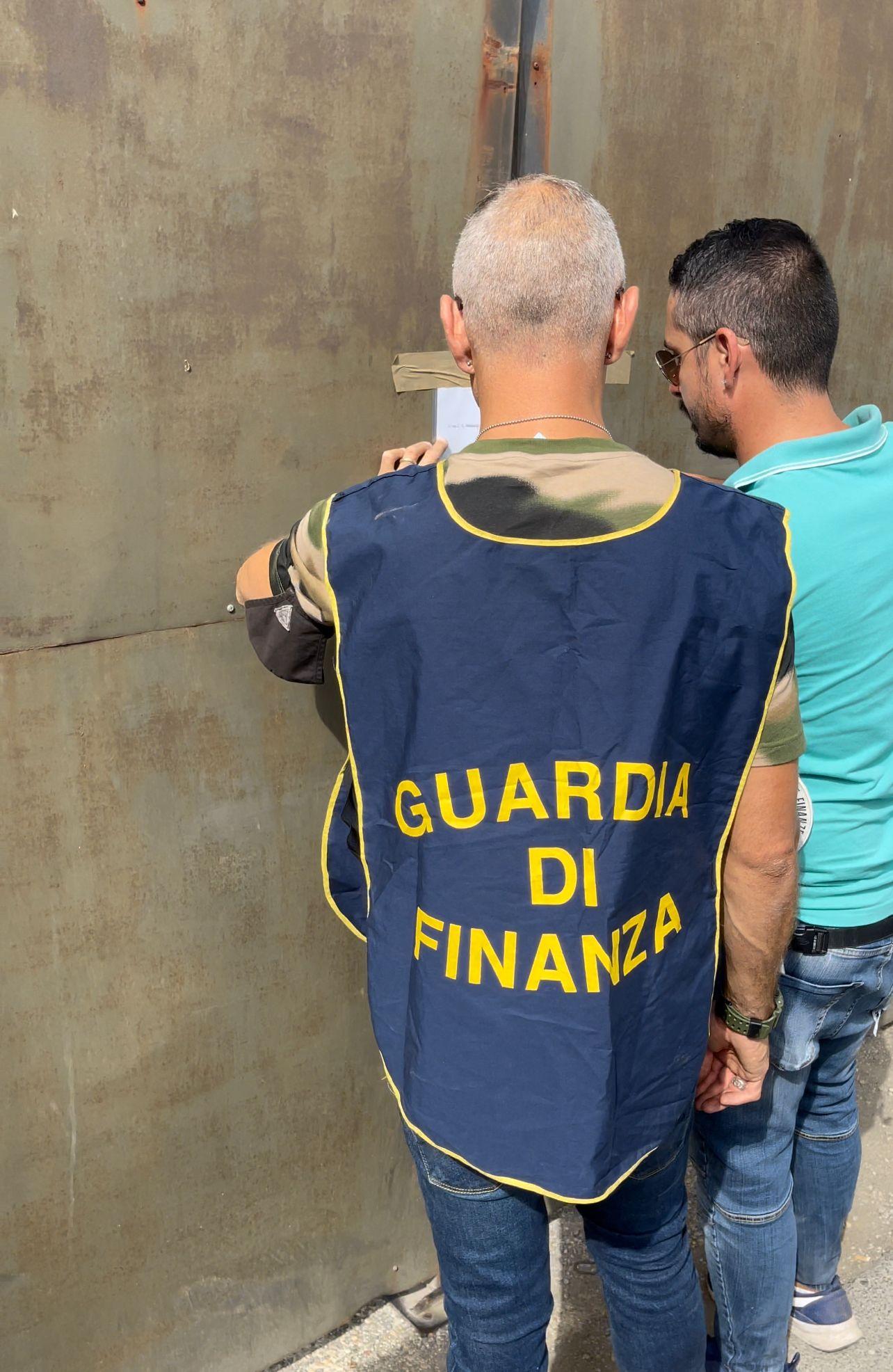Marino, scoperta dalla Guardia di Finanza una discarica abusiva con annessa officina, denunciata una persona