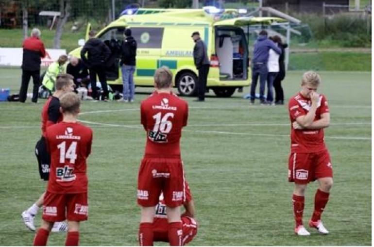 Il calciatore che muore in campo dopo aver segnato