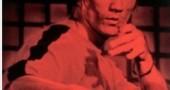 6. GAME OF DEATH ha predetto la morte di Brandon Lee - Il film, con Lee come protagonista assoluto, è del 1978. Non ci sarebbe nulla di strano se non fosse che Bruce Lee è morto nel 1973. L'attore è deceduto durante le riprese del film, che sono state momentaneamente accantonate per poi essere concluse, ri-montando le scene già girate e modificando la sceneggiatura. in Game of Death, Bruce Lee interpreta un attore che sta girando un film, ma che viene colpito accidentalmente da un colpo di pistola esploso sul set. Ed è così che, nel 1993, perderà la vita Brandon Lee, figlio di Bruce, morto durante le riprese de Il Corvo. Su questa terribile coincidenza si è speculato a lungo, e qualcuno ha parlato addirittura di una maledizione, o di una qualche connessione dei Lee con gli Illuminati. (Foto via IMDb.com)