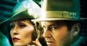 2. CHINATOWN ha predetto il segreto di Jack Nicholson – Nell'acclamato noir di Roman Polanski, la protagonista rivela a Nicholson di essere stata violentata da suo padre, di essere rimasta incinta e di aver dato alla luce una bambina che, tuttavia, è stata cresciuta come se fosse la sua sorellina minore e, non sua figlia. Lo stesso è accaduto a Jack Nicholson che proprio nel 1974, all'età di 37 anni, scoprirà di essere figlio di quello che aveva sempre creduto sua sorella, che era rimasta incinta giovanissima da Daniel Furcillo, che l'aveva abbandonata subito dopo la nascita del bambino.  (Foto via IMDb.com)