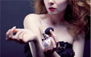 Read more about the article 8 μυστικά των γυναικών που μυρίζουν πάντα υπέροχα