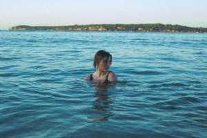 Θαλασσινό νερό: Δε φαντάζεστε πόσες ασθένειες ή παθήσεις θεραπεύει η κολύμβηση