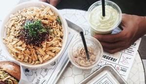 Read more about the article Πώς μπορείς να τρως το βράδυ ό,τι θες και να αδυνατίζεις!!!