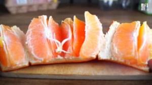 Πάρτε χρονόμετρο και… Αυτός είναι ο πιο γρήγορος τρόπος να καθαρίσετε ένα πορτοκάλι (video)