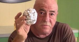 Read more about the article Έβαλε μια μπάλα από αλουμινόχαρτο στο πλυντήριο – Μόνο λίγοι γνωρίζουν αυτό το φοβερό τέχνασμα… [Βίντεο]