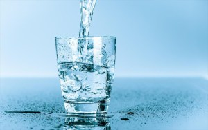 Read more about the article Μπορεί το παγωμένο νερό να βοηθήσει στην απώλεια βάρους;