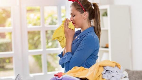 Read more about the article Τρεις τρόποι να μυρίζουν όμορφα τα ρούχα χωρίς μαλακτικό