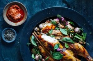 Read more about the article Η δίαιτα θέλει χρώμα – Όποιος χρησιμοποιεί μπλε πιάτα στο φαγητό του, τρώει λιγότερο