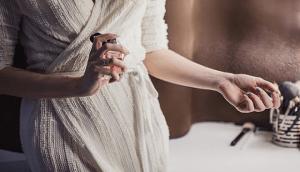 Read more about the article Πώς να κάνεις το άρωμα σου να διαρκέσει όλη μέρα