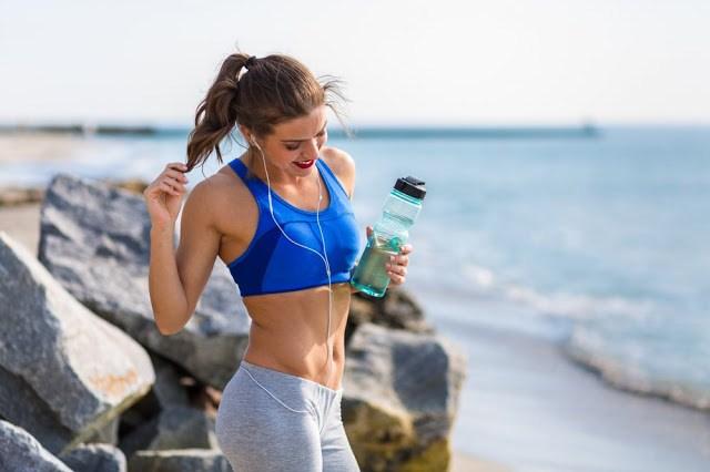5 πανεύκολα πράγματα που μπορείς να κάνεις σήμερα κιόλας για επίπεδη κοιλιά!!