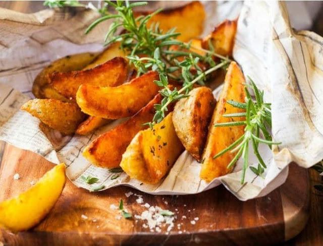 Οι πατάτες συνοδεύονται από κατανάλωση γιαουρτιού σε επίσης μεγάλες ποσότητες.