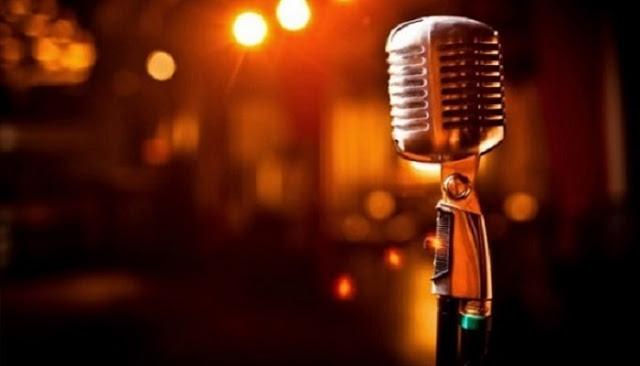 Read more about the article Αύγουστος, Νίκος Παπάζογλου: Η ιστορία πίσω από τραγούδι