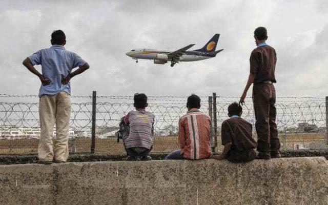 Ένα μωρό, επειδή γεννήθηκε μέσα σε ένα Boeing 737 της Jet Airway έχει δωρεάν εισιτήρια για όλη του τη ζωή!