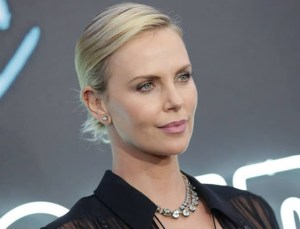 Read more about the article Charlize Theron: Έχασε 15 κιλά μέσα σε 1 μήνα με αυτή την δίαιτα!