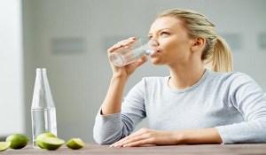 Πόσο νερό να πίνετε πριν το γεύμα για να χάνετε 1 κιλό το μήνα χωρίς δίαιτα
