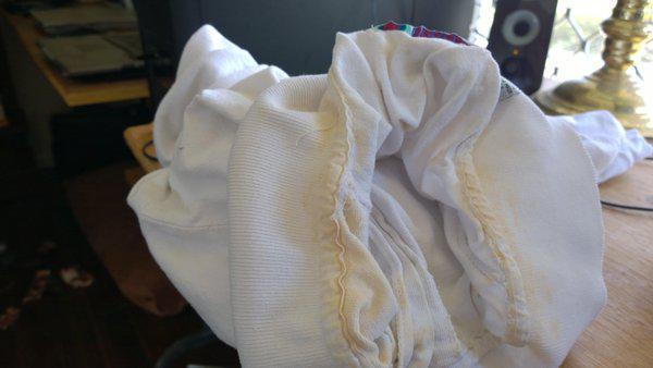 Το ξίδι αφαιρεί και λεκέδες από ιδρώτα και αποσμητικό σε λευκά ρούχα