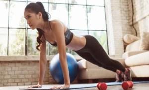 Έχεις βάλει λίγα παραπάνω κιλά; Τα κολπάκια που θα σε κρατήσουν fit εύκολα και χωρίς κόπο